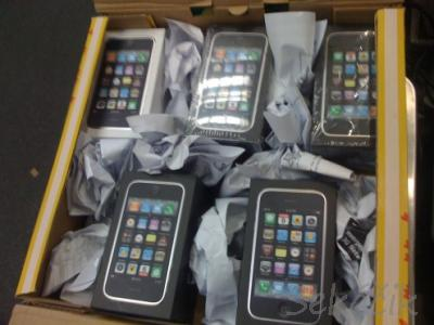 za prodaju:: APPLE iphone 3Gs ..........