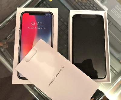 Apple iPhone X 64GB/265GB for 400 EUR
