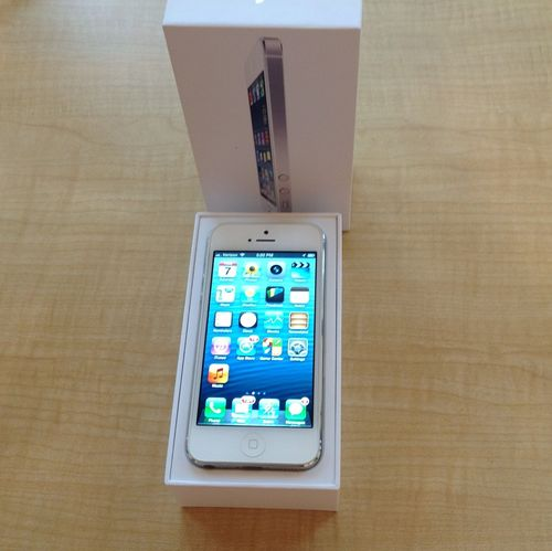 Apple iPhone 5 32GB Bijeli i Samsung I95