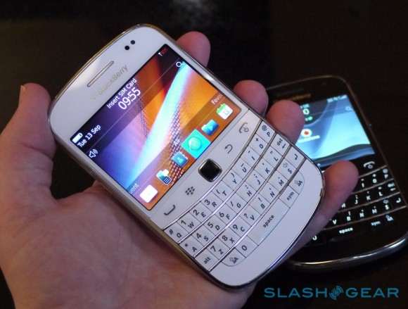 prodajem nov Blackberry 9900 white