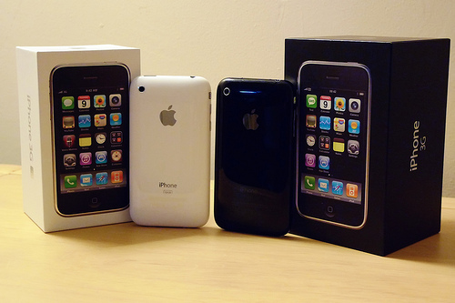Apple iPhone 3G S 32GB Unlocked:- 300euro